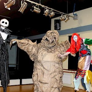 halloween stilt walkers hire uk