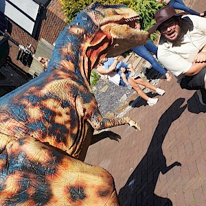 dinosaur party hire uk