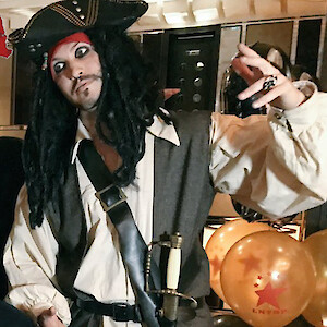 jack sparrow stilt walker hire uk