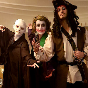 pirate stilt walker hire uk