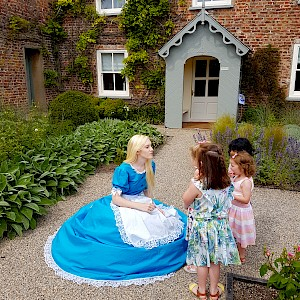 alice in wonderland themed entertainment hire uk