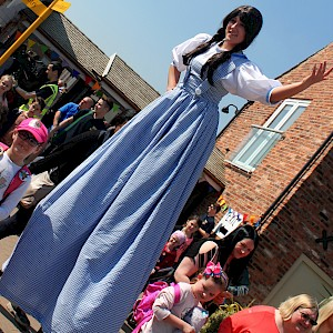 wizard of oz stilt walker hire uk