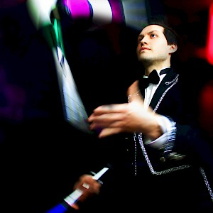 greatest showman themed jugglers hire