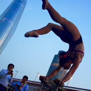 hand balancing acrobat hire uk