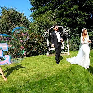 wedding bubble performers show